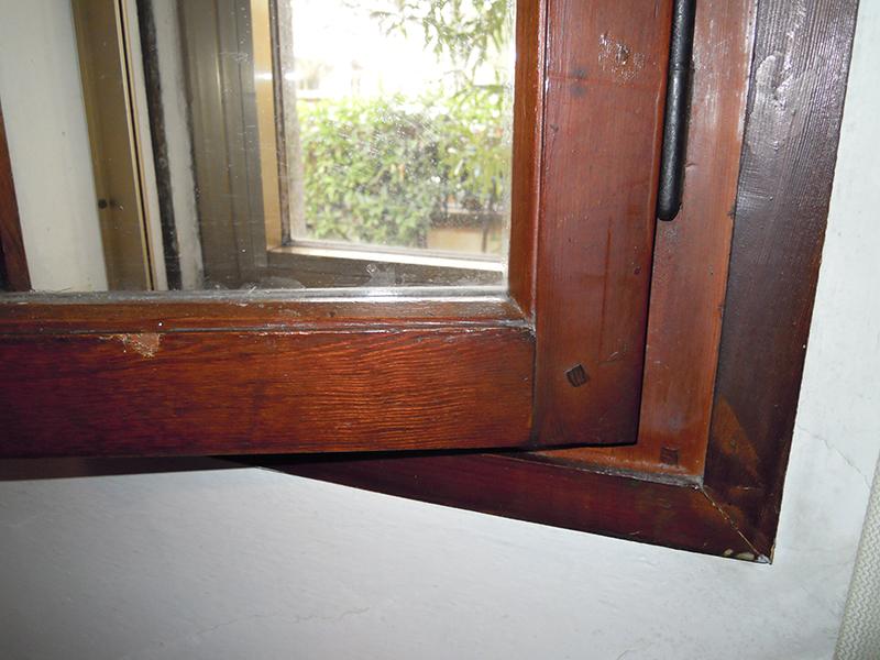 vecchie finestre in legno